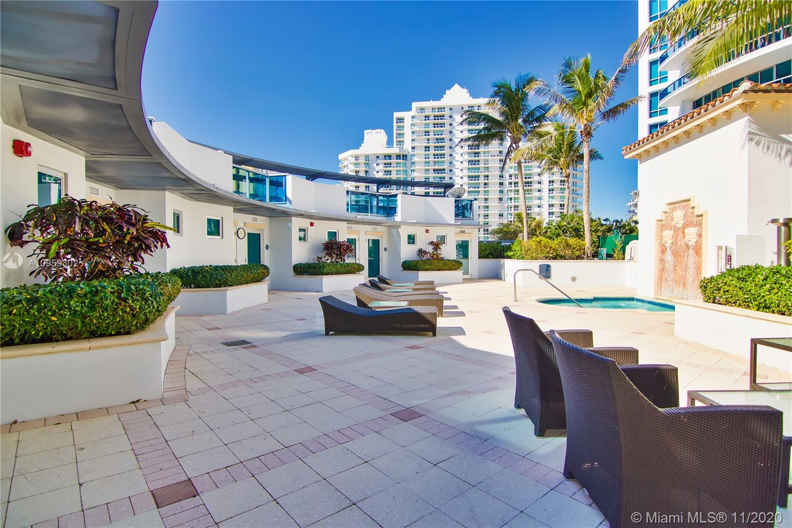 5959  Collins Ave   1201