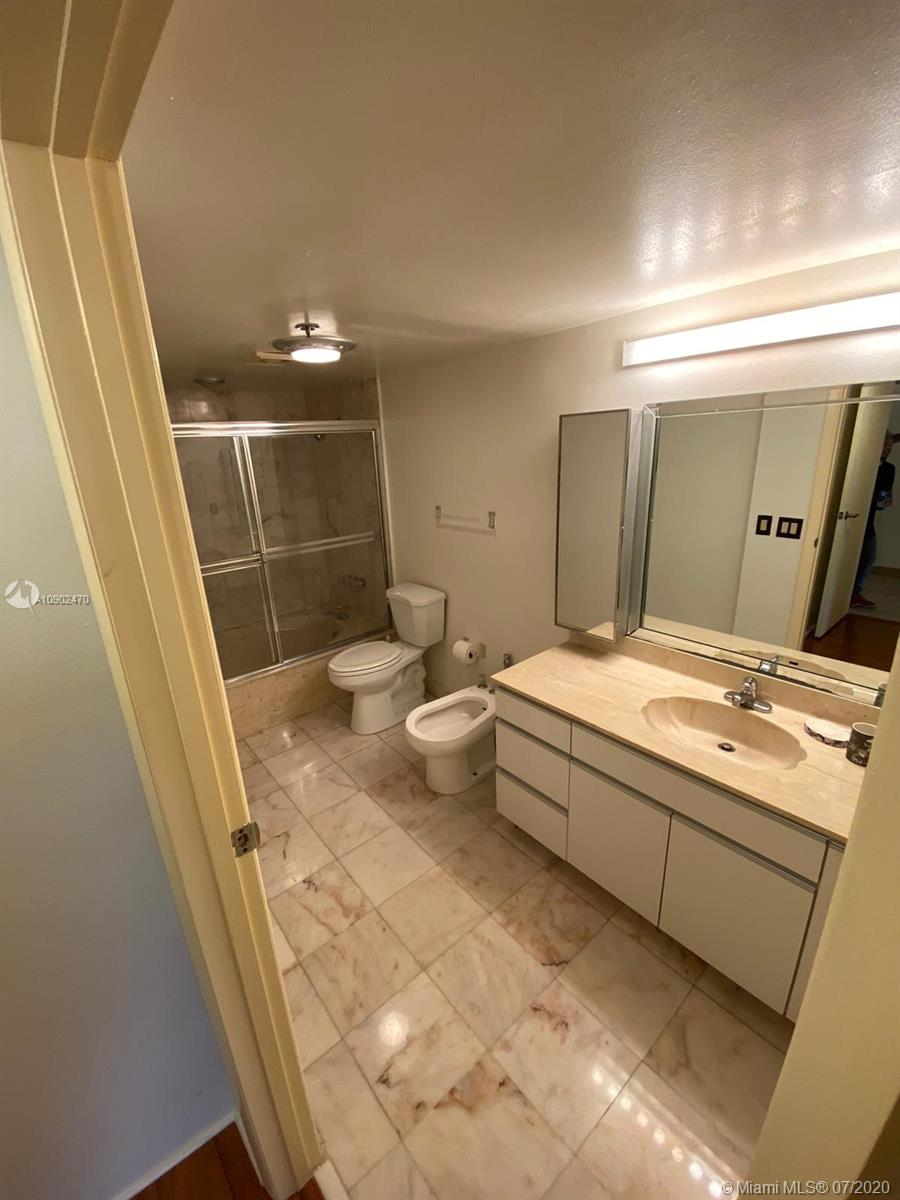 8877  Collins Ave   405